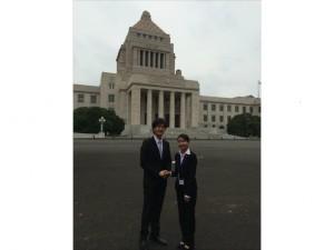 国会前 鈴木衆議院議員と記念撮影